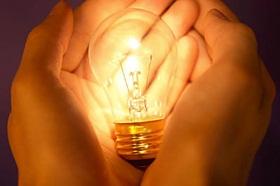 hand-holding-bulb
